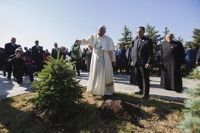 Papst250516G_resize