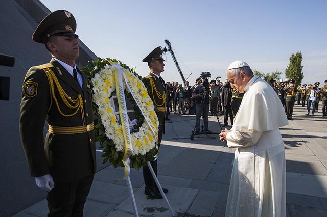 Papst250516B_resize
